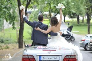 autós esküvői fotó